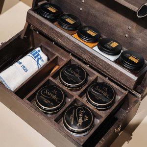SCHOENKLINIEK - Schoenpoetsbox-Intendant gevuld